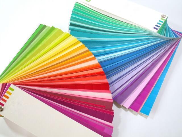 ソウルカラーセラピーは魂の色とオーラの色を導き出して心理の状態を知ることで、人生を幸せにするお手伝いが可能